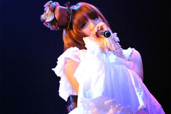 Kanon singing still doll
