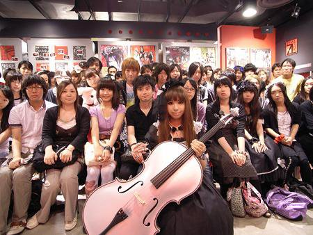 Kanon and her fans (1)