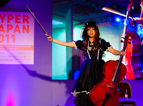 Kanon playing the cello (2)